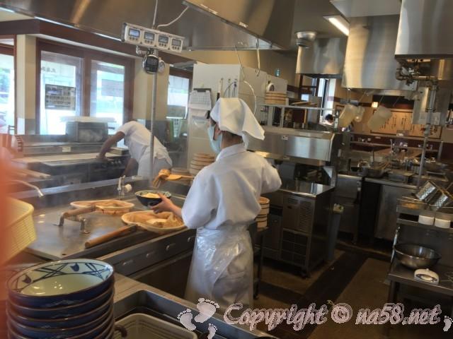 丸亀製麺 調理場の様子