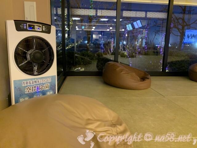 「湯のや 天然温泉 湯吉郎」休憩所にある空気除菌機
