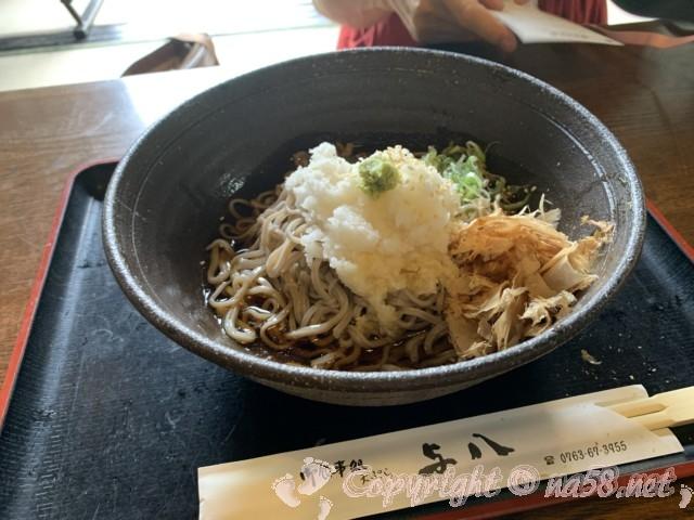 世界遺産・五箇山合掌造り集落(富山県)、食事処「天ぷら与八」からみ大根そば