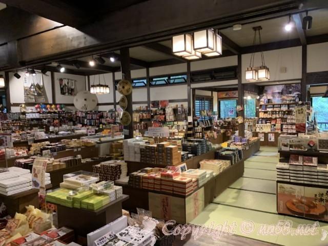 ひらゆの森(岐阜県奥飛騨温泉郷)フロントそばの土産物売り場