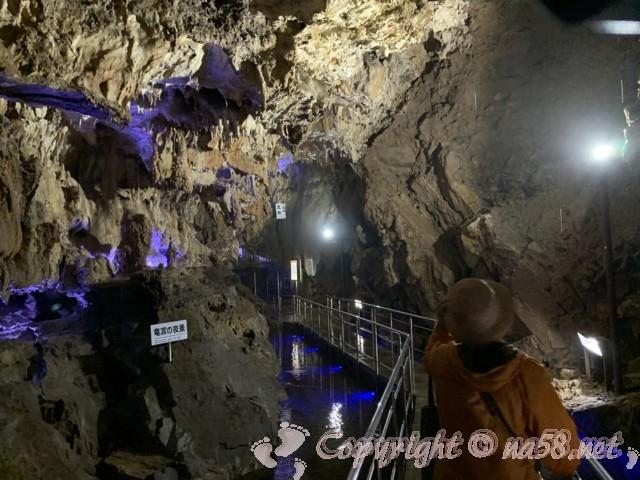 「飛騨大鍾乳洞」岐阜県高山市・鍾乳洞の中、各所見どころにライトアップと名称