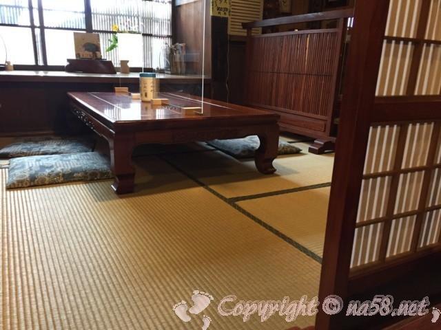 高山古い街並み保存地区(岐阜県高山市)散策でランチ食事 のがわさんの店内