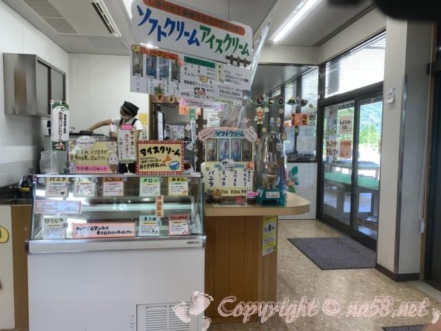 「道の駅朝霧高原」(静岡県富士宮市)手作りアイスとソフト