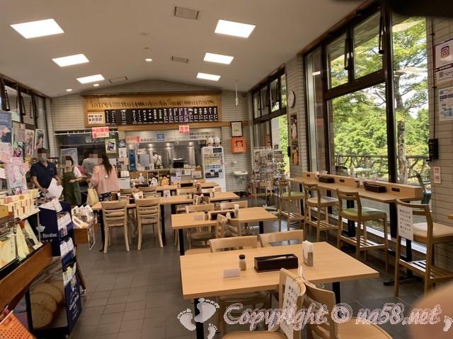 「道の駅箱根峠」(神奈川県箱根町)施設の中、食事と物産