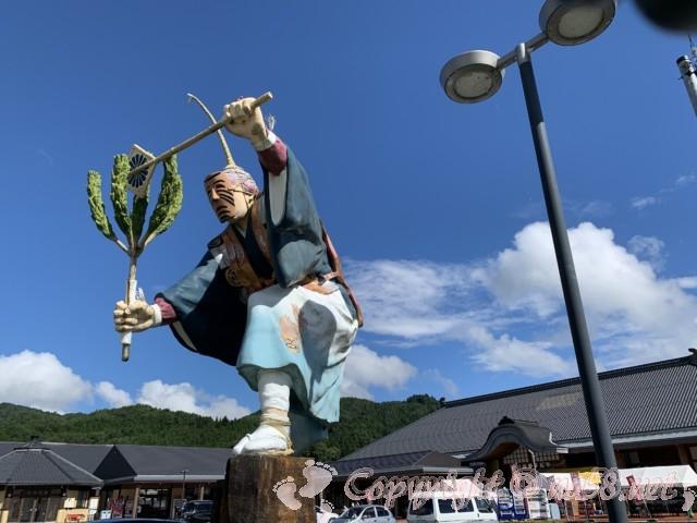 「道の駅 信州新野千石平」(長野県阿南町)「新野の雪まつり」に登場する神様のモニュメント