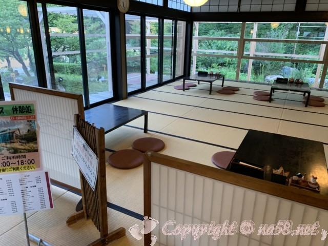 天然温泉三峰(岐阜県可児市)食事処 座敷もテーブル席も
