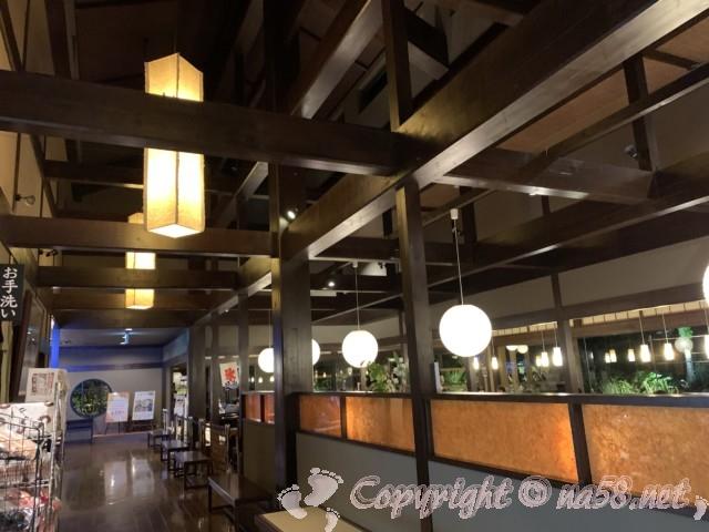 天然温泉三峰(岐阜県可児市)食事処付近の様子