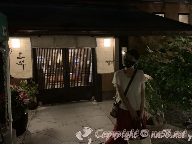 天然温泉三峰(岐阜県可児市)夜の三峰 玄関