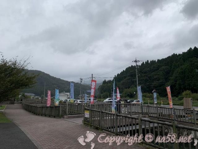 「道の駅 一乗谷あさくら水の駅」(福井県福井市)施設側から見た駐車場