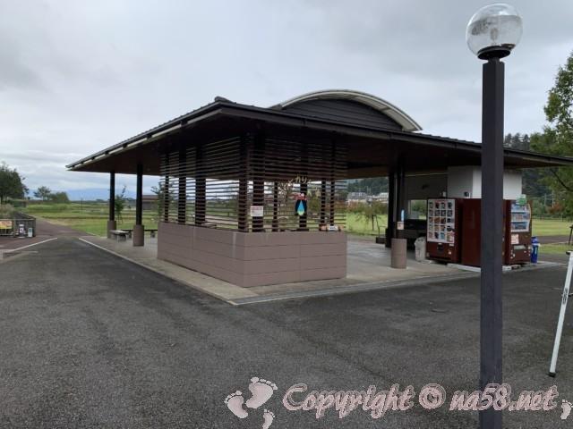 「道の駅 一乗谷あさくら水の駅」(福井県福井市)屋根付きのスペース
