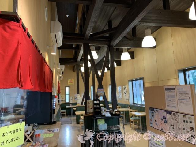 「道の駅 禅の里」(福井県永平寺町)食事処のテーブル席