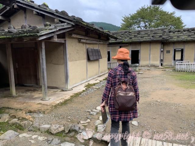 「一乗谷復原町並」(福井県福井市)町人の家が続く