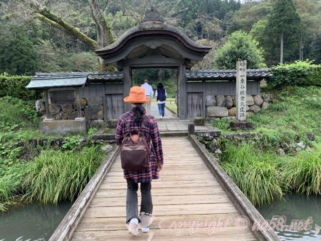 一乗谷朝倉氏遺跡(福井県福井市)唐門のある風景