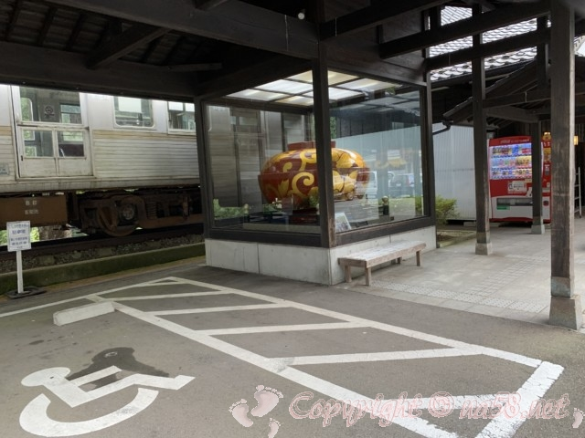 「道の駅山中温泉湯けむり健康村」(石川県加賀市)駐車場のモニュメントなど