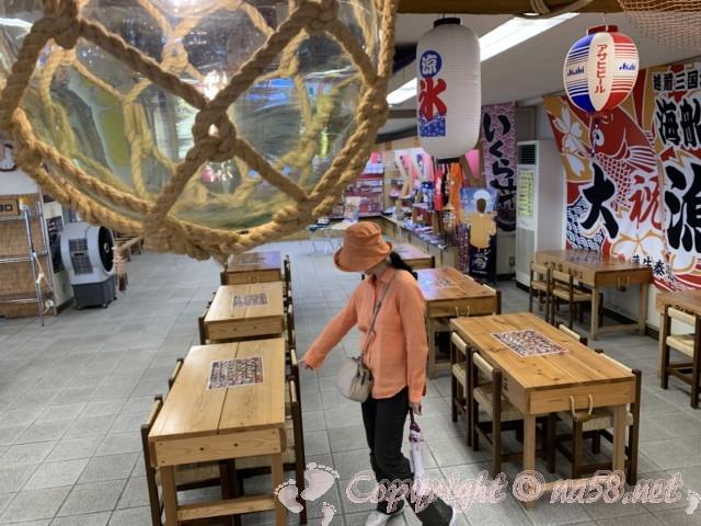 東尋坊(福井県坂井市)海付近の商店、海船やさん店内