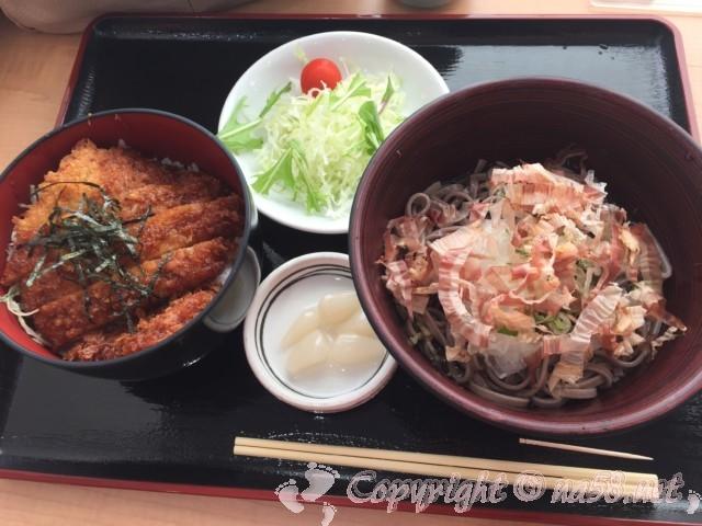 「道の駅みくに」(福井県坂井市)レストランの道の駅定食 ミニソースカツ丼とおろしそば