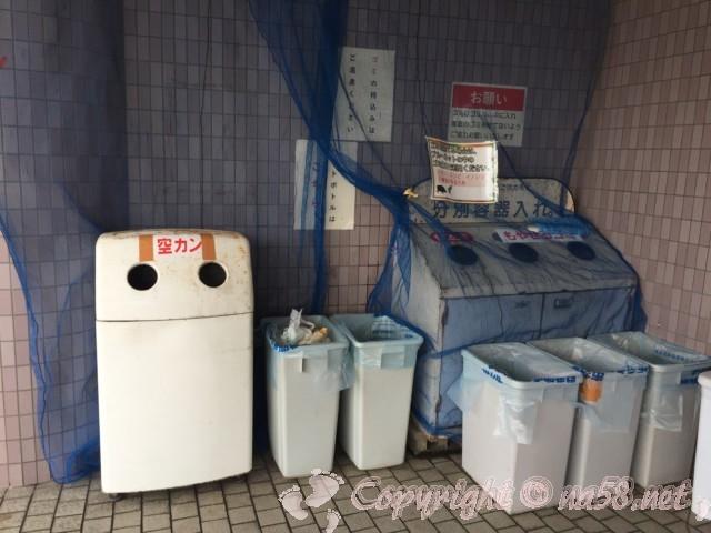 「道の駅みくに」(福井県坂井市)トイレそばにゴミ箱あり