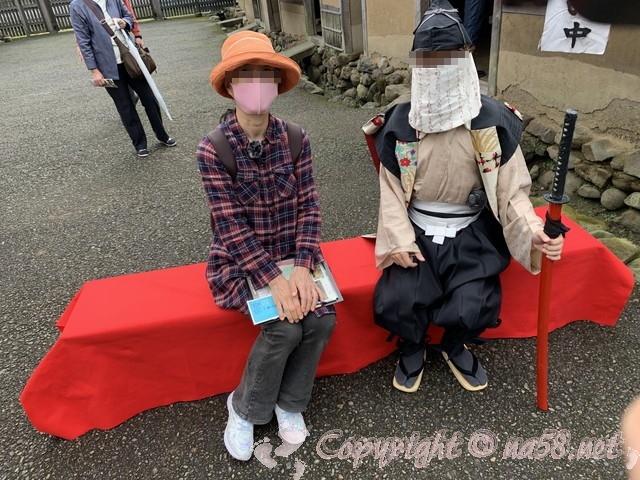 「一乗谷復原町並」(福井県福井市)当時のマスクをつけた町人