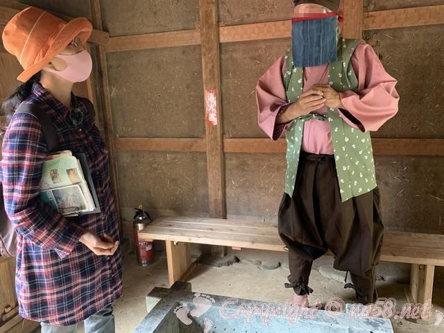 「一乗谷復原町並」(福井県福井市)当時のマスクをつけた町人にお話を聞く