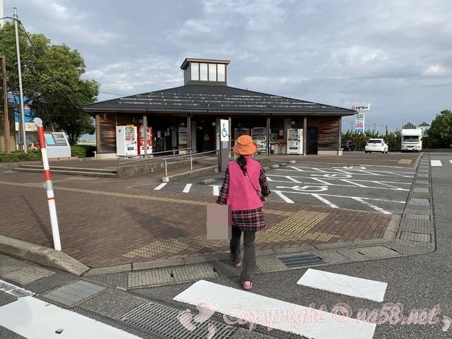 「道の駅さかい」(福井県坂井市)トイレと情報施設の建物