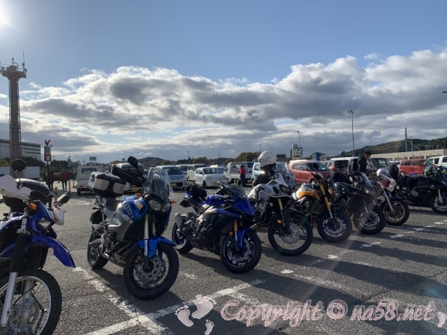 「道の駅針テラス」(奈良県奈良市)の巨大な駐車場 バイクのスペース