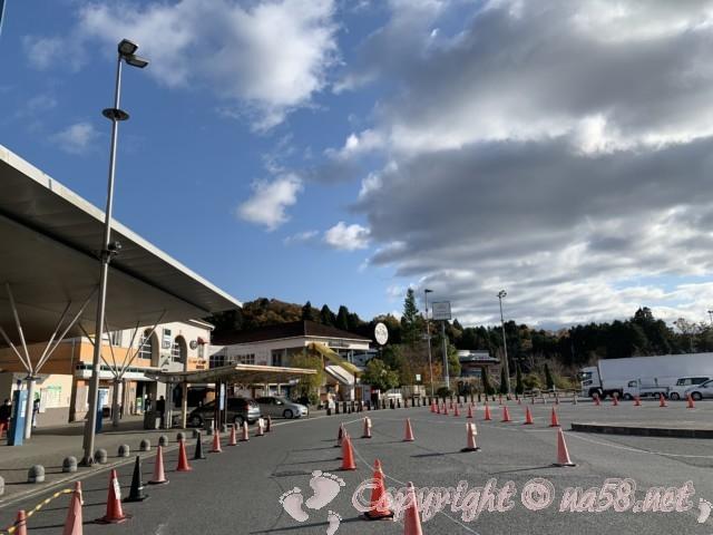 「道の駅針テラス」(奈良県奈良市)の巨大な駐車場