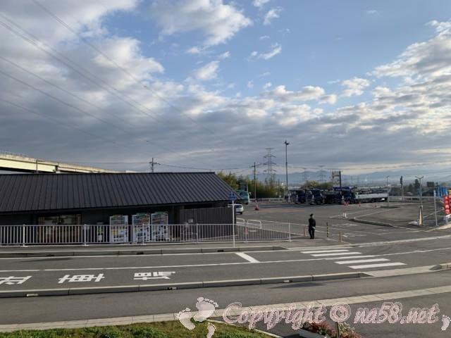 「道の駅 かつらぎ」奈良県葛城市 情報館と駐車場