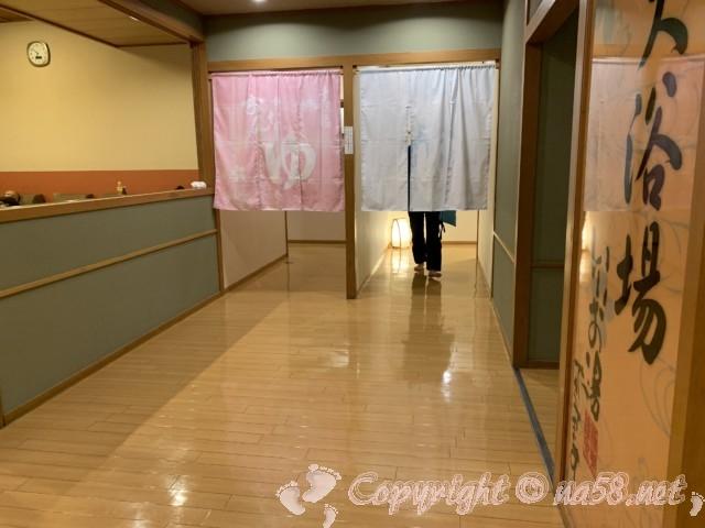 極楽温泉 幸の湯(和歌山県岩出市)のお風呂入り口男女のれん
