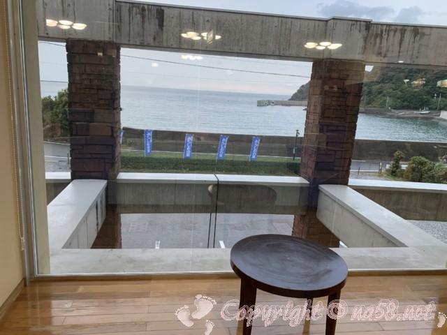 温泉館「海の里」みちしおの湯(和歌山県日高町)の待合所からの景色