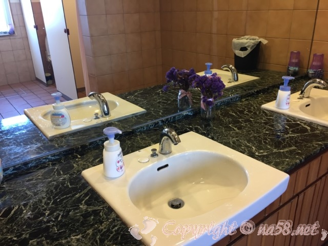 道の駅白崎海洋公園(和歌山県由良町)の施設内のトイレ洗面所