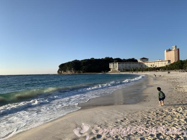 白良浜海水浴場(和歌山県白浜町)から北方向のビーチ沿い ホテル林立