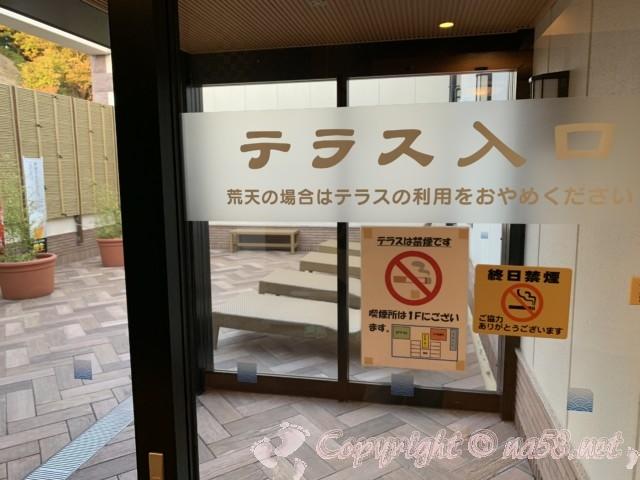 とれとれの湯(和歌山県白浜町)のテラス休憩所