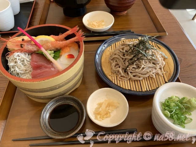「道の駅すさみ」和歌山県すさみ町 食事レストラン 海鮮丼とそばのセット