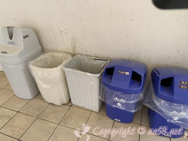 「道の駅すさみ」和歌山県すさみ町 駐車場側にあったゴミ箱