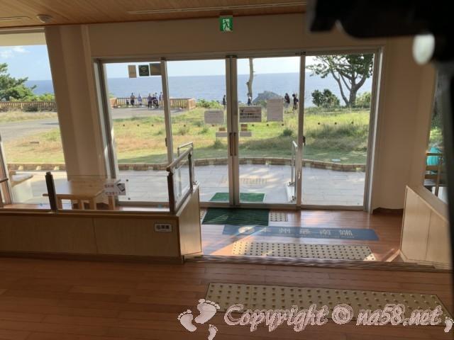 本州最南端 潮岬にある無料休憩所「潮風の休憩所」の中から