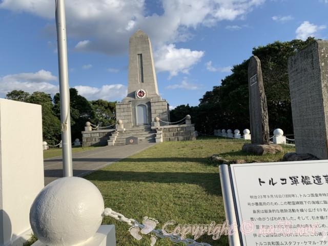トルコ軍艦遭難慰霊碑(和歌山県串本町紀伊大島)