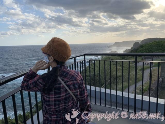 樫野崎灯台(和歌山県串本町紀伊大島)展望台から海と打ち寄せる波