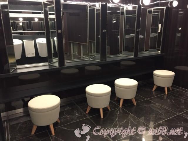 「道の駅たいじ」(和歌山県太地町)のトイレにあるパウダールーム