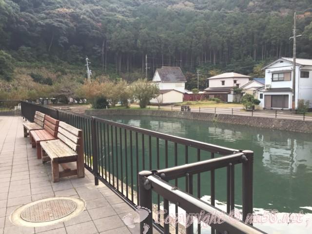 道の駅たいじ(和歌山県太地町)は川のそば