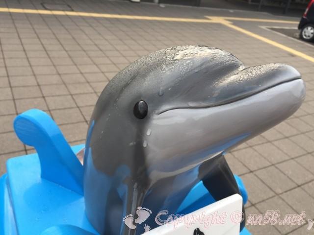 「道の駅たいじ」(和歌山県太地町)青い郵便ポストのイルカ