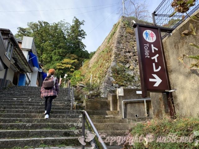 熊野那智大社(和歌山県那智勝浦町)那智山参道 トイレもある