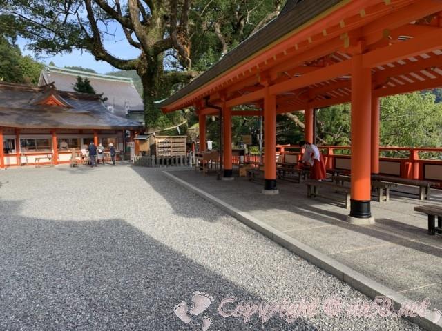 熊野那智大社(和歌山県那智勝浦町)境内と景色を見られるベンチ