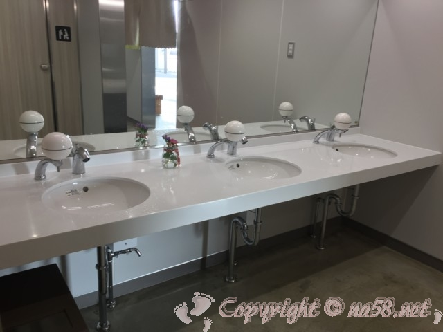「道の駅 パーク七里御浜」(三重県御浜町)のトイレ洗面所
