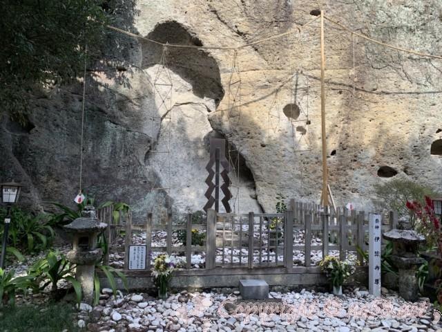 「花の窟神社」(三重県熊野市)御祭神 イザナミノミコト