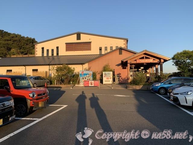 とれとれの湯(和歌山県白浜町)の施設入り口と駐車場