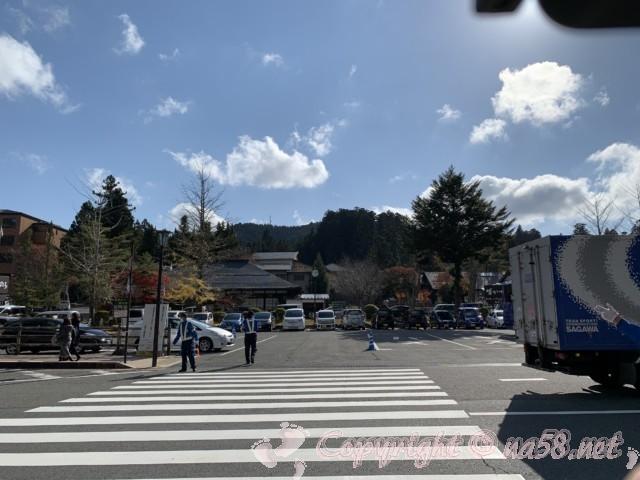 「金剛峯寺」(和歌山県高野町)に一番近い駐車場、通りの向かいに。
