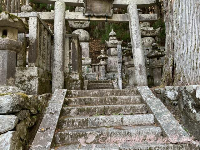 高野山の奥の院の数々の墓所を拝見参拝 薩摩島津家