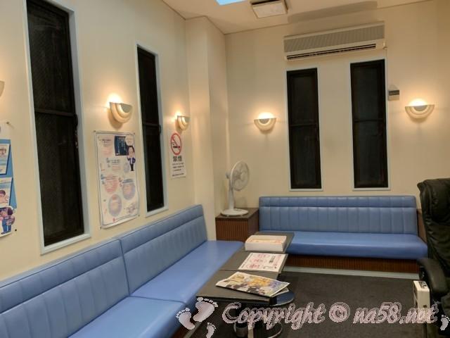 「小田井温泉」(名古屋市西区)の休憩室 男湯の方