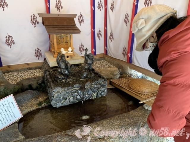 山田天満宮(名古屋市北区)の境内にある金神社 お金洗うところ