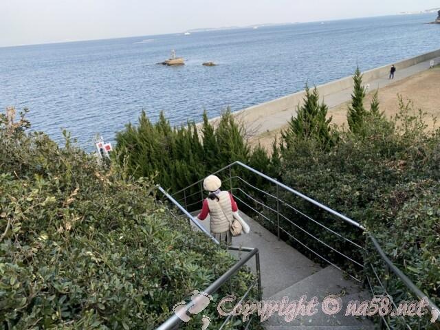 聖崎公園(愛知県南知多町)高台から海側におりる